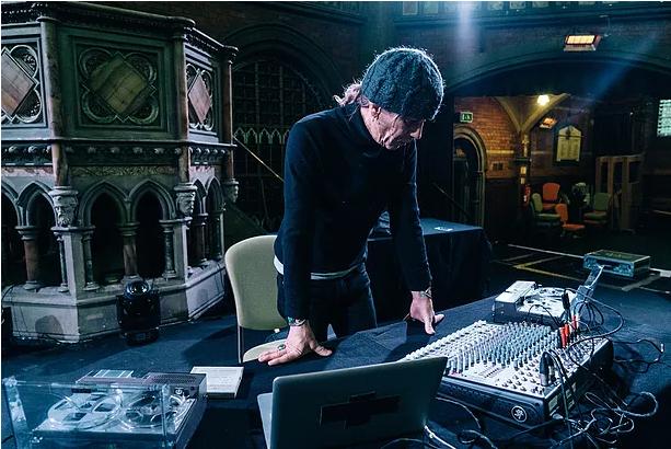 William Basinski num papo sobre Bowie, tecnologia obsoleta e ambient music